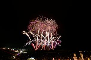常総きぬ川花火大会 音楽と花火のコラボ「NOW!」の写真素材 [FYI03842544]