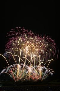 常総きぬ川花火大会 音楽と花火のコラボ「NOW!」の写真素材 [FYI03842545]