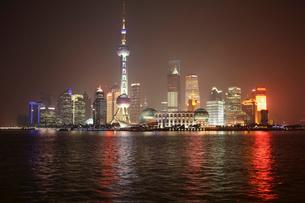 上海夜景の写真素材 [FYI03842788]