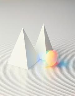 四角すいと球の写真素材 [FYI03843179]