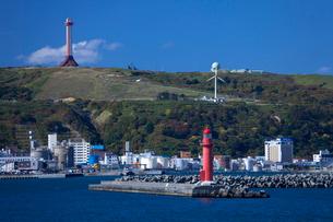稚内港と開基百年記念塔の写真素材 [FYI03843835]