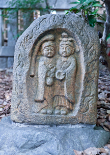 天祖神社の子ども道祖神の写真素材 [FYI03844178]