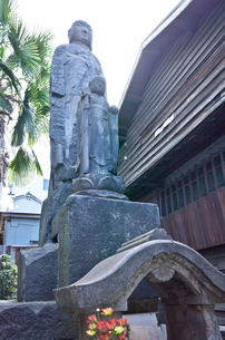 松吟寺のおばけ地蔵の写真素材 [FYI03844202]
