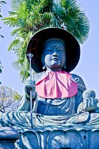 霊巌寺の江戸六地蔵のひとつの銅造地蔵菩薩坐像の写真素材 [FYI03844236]