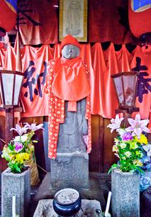 八幡神社の首つぎ地蔵の写真素材 [FYI03844250]