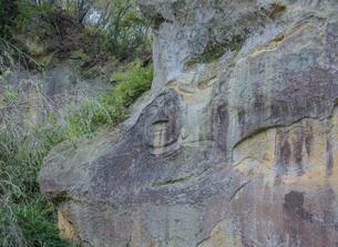 達谷窟毘沙門堂の岩面大仏の写真素材 [FYI03844435]