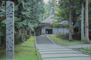 平泉中尊寺の金色堂の写真素材 [FYI03844437]