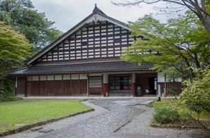 富山市民俗民芸村の陶芸館の写真素材 [FYI03844457]