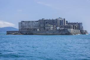 クルーズ船より望む軍艦島の写真素材 [FYI03844518]