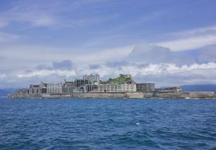 クルーズ船より望む軍艦島の写真素材 [FYI03844524]