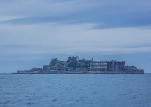 クルーズ船より望む軍艦島の写真素材 [FYI03844525]