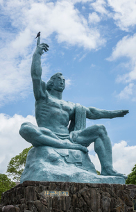 平和公園の平和祈念像の写真素材 [FYI03844530]