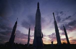 ケネディ宇宙センターのシルエット アメリカの写真素材 [FYI03845268]