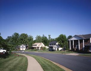ワシントンD.C.郊外の住宅街 バージニア州 アメリカの写真素材 [FYI03845367]