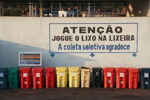 リサイクル品回収ボックスの写真素材 [FYI03845863]