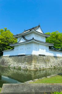 新緑の二条城 東南隅櫓の写真素材 [FYI03846570]
