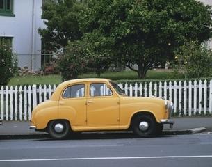 黄色い車の写真素材 [FYI03847787]