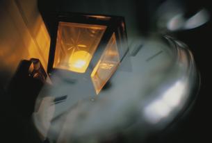 街灯と時計 フォトイラストの写真素材 [FYI03847884]