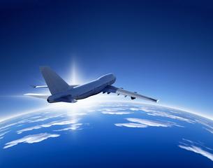 雲上へ飛行イメージのイラスト素材 [FYI03848165]