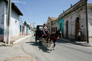 町並みと馬車の写真素材 [FYI03848188]