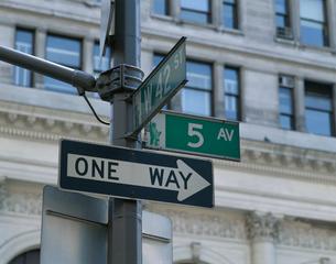 5番街の街路表示の写真素材 [FYI03848311]