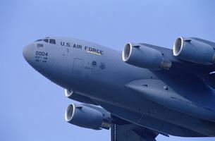 アメリカ空軍C17グローブマスター輸送機の写真素材 [FYI03848911]
