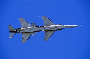 フランス空軍SEPECATジャギュア攻撃機の編隊の写真素材 [FYI03848930]