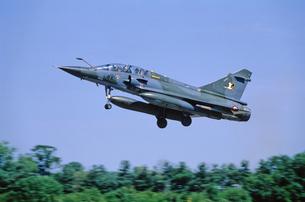 フランス空軍ミラージュ2000戦闘機の着陸の写真素材 [FYI03848947]