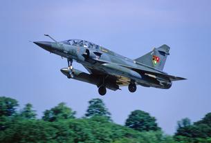 フランス空軍ミラージュ2000戦闘機の着陸の写真素材 [FYI03848948]