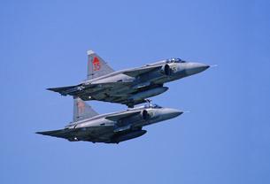 スウェーデン空軍サーブ J37ビゲン戦闘機の編隊の写真素材 [FYI03848976]