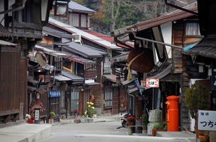 奈良井宿の家並み都郵便ポストの写真素材 [FYI03849009]