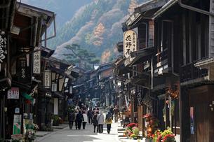 奈良井宿の家並みの写真素材 [FYI03849021]