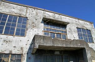 戦争の傷跡の残る建物 旧日立航空機変電所 の写真素材 [FYI03849184]