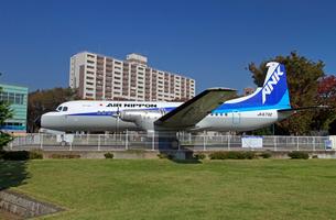 航空公園駅前広場 展示されているYS-11旅客機の写真素材 [FYI03849205]