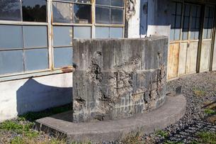 戦争の傷跡の残る建物 旧日立航空機変電所 の写真素材 [FYI03849219]