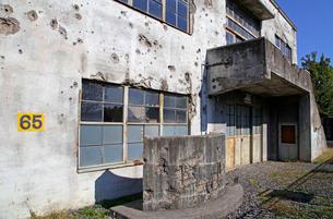 戦争の傷跡の残る建物 旧日立航空機変電所 の写真素材 [FYI03849221]