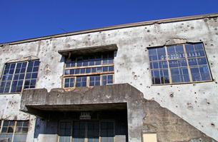 戦争の傷跡の残る建物 旧日立航空機変電所 の写真素材 [FYI03849222]