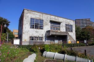 戦争の傷跡の残る建物 旧日立航空機変電所 の写真素材 [FYI03849223]