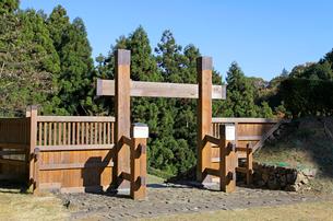 八王子城跡 冠木門の写真素材 [FYI03849347]