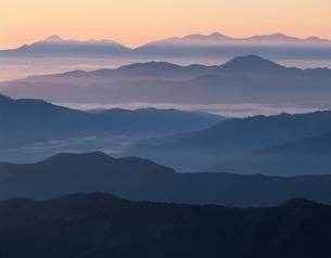 南アルプス方面を望む山並み 安曇村 長野県の写真素材 [FYI03849758]
