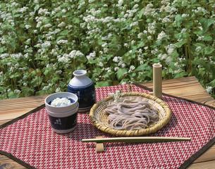 ソバの花と信州蕎麦 戸隠村 長野県の写真素材 [FYI03849864]