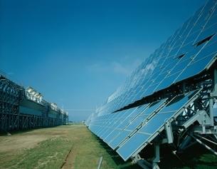 太陽熱発電所(曲面集光方式)     仁尾 香川県の写真素材 [FYI03849885]