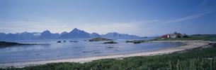 最北の山と海  ノルウェーの写真素材 [FYI03850330]