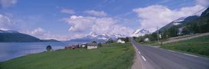 ハルダンガーフィヨルド沿線  ノルウェーの写真素材 [FYI03850348]