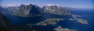 アンド島のロスタド山の展望 空撮 北ノルウェーの写真素材 [FYI03850350]