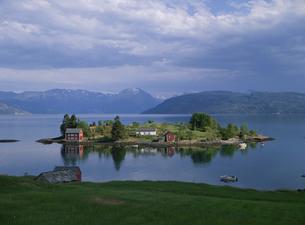 ハルダンガーフィヨルドの夢の島 ノルウェーの写真素材 [FYI03850352]