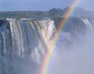ビクトリア滝と虹の写真素材 [FYI03850425]