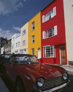 カラフルな家並 チェルシー地区 ロンドンの写真素材 [FYI03850433]