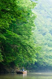 夏の猊鼻渓の川下り風景の写真素材 [FYI03850698]