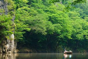 夏の猊鼻渓の川下り風景の写真素材 [FYI03850699]